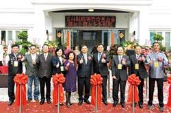 精湛光學董事長 吳俊男回饋鄉里 北港建圖書館