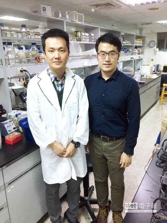 中醫大生技系主任魏宗德教授(左)、優尼克營運總監馬瑞彣博士(右)。圖/業者提供