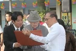 等半世紀身分證到手  神父高喊台灣萬歲