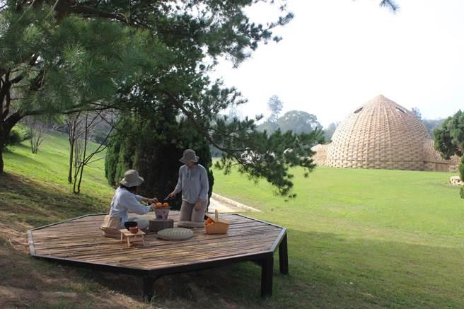 在勤美學山那村,遊客可跟著在地職人體驗烤橘子、釀豆腐乳等手做。(黎薇攝)