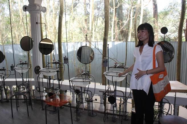 盥洗設施是由建築創作背景的藝術家陳建智,利用回收材質打造專屬勤美學的森林浴所。(黎薇攝)