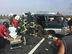 廂型車國道自撞  7人送醫