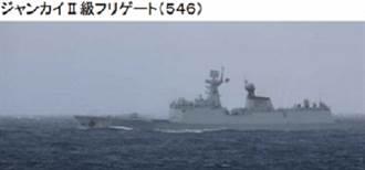 陸3艦航越津輕海峽 日全程跟拍