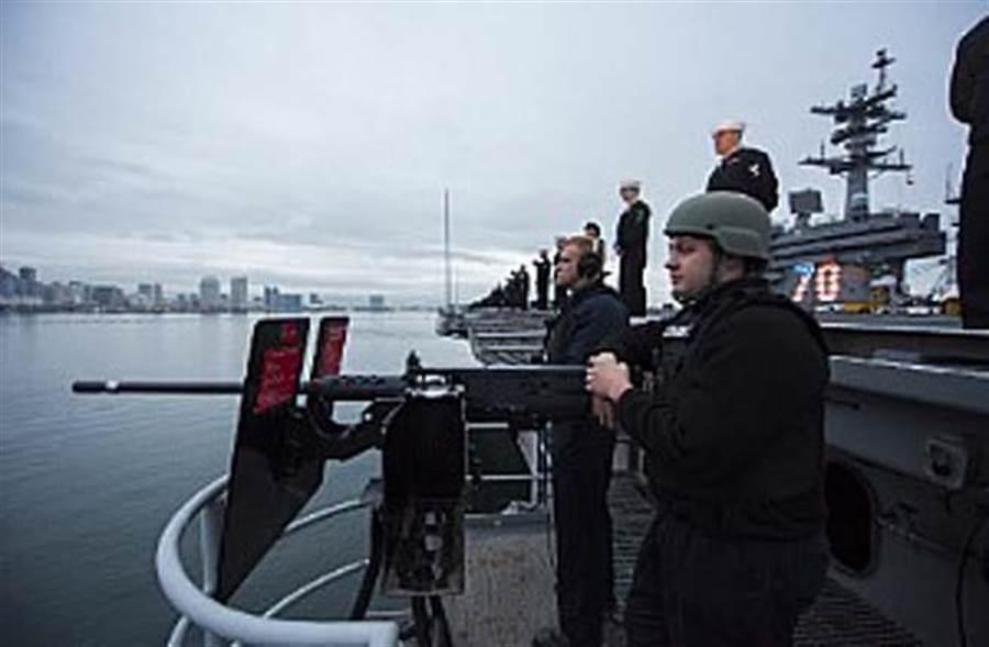 美國「卡爾‧文森」號航母官兵。(圖/美國海軍官網)