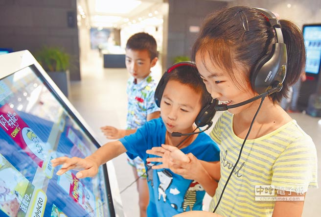 安徽銅陵電子書圖書館,受小朋友讀者喜愛。(CFP)