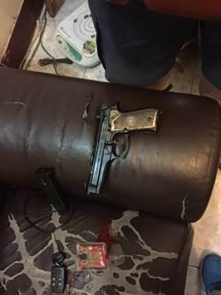 持槍通緝犯拒捕衝撞  2警員擦傷
