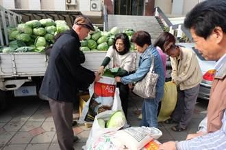 小時借米度日 碾米廠負責人捐白米與高麗菜做愛心