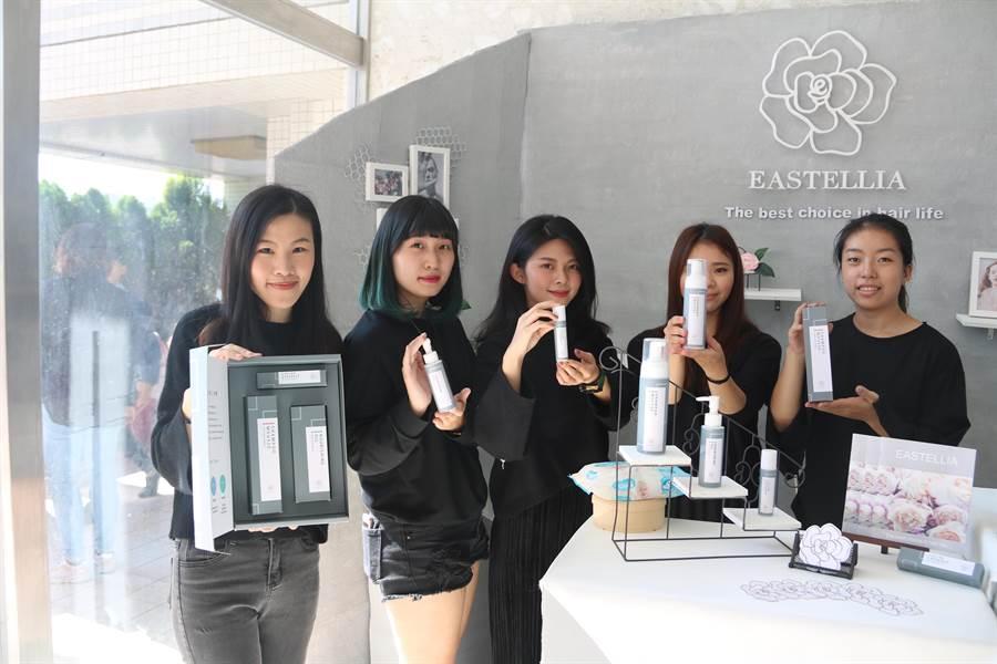 弘光學生使用山茶花,研發頭髮、頭皮護理產品。(陳淑娥攝)