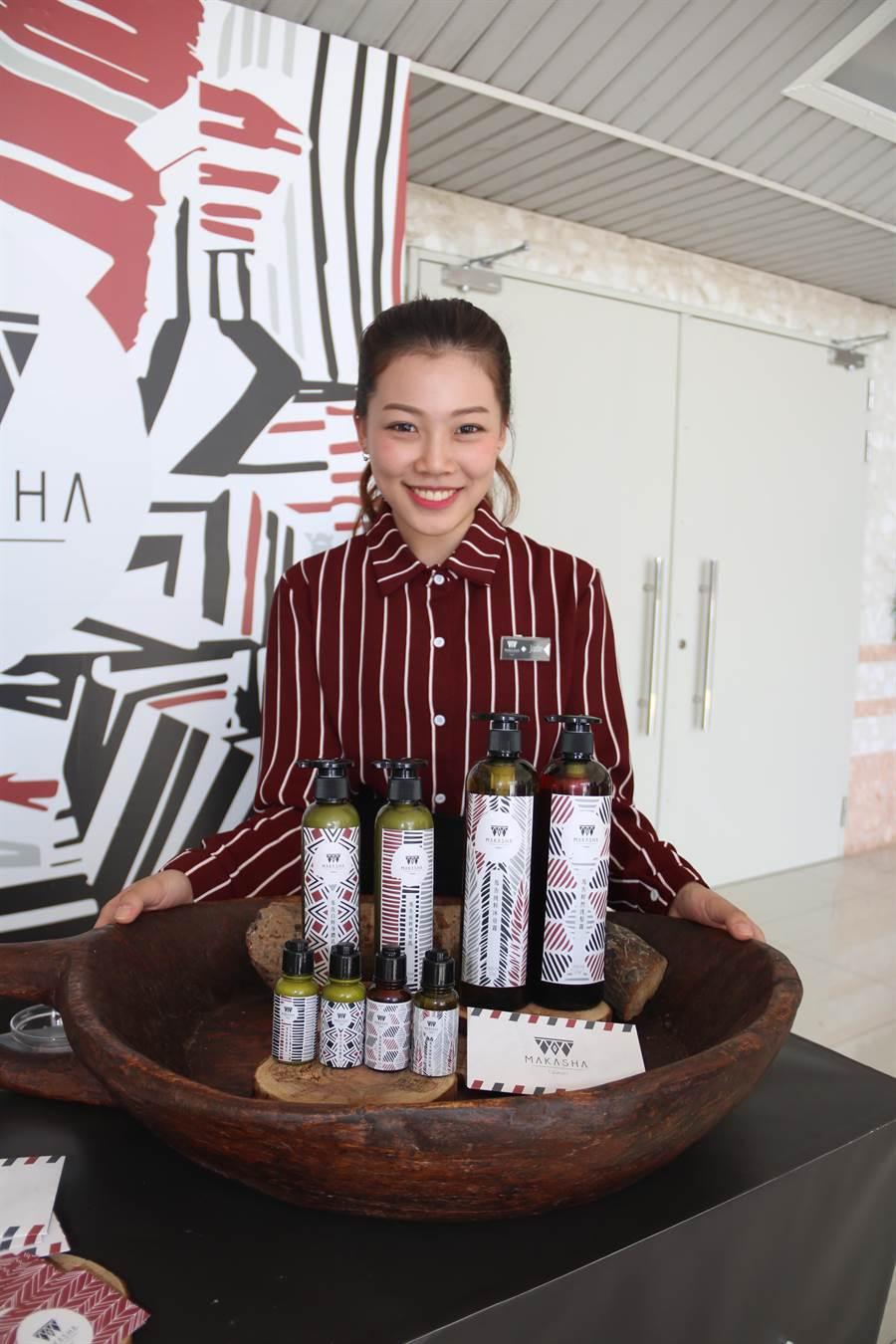 弘光學生用「馬告」的台灣的原生植物,做成洗髮露、沐浴露、潤髮乳、身體乳等產品。(陳淑娥攝)