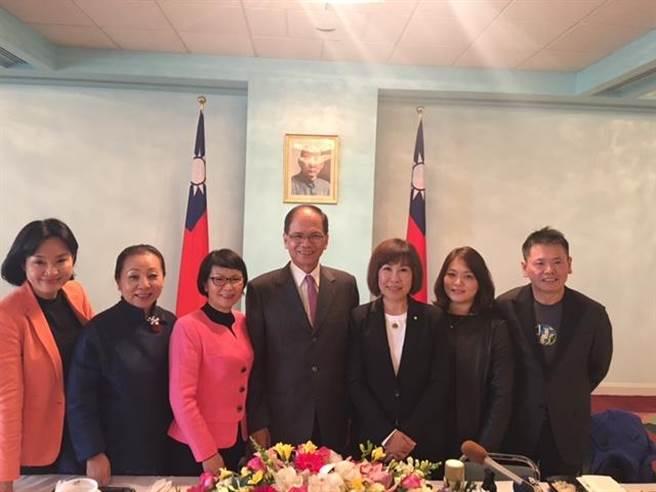 游錫堃率領的美國總統就職典禮祝賀團18日在駐美代表處舉行記者會(江靜玲攝)