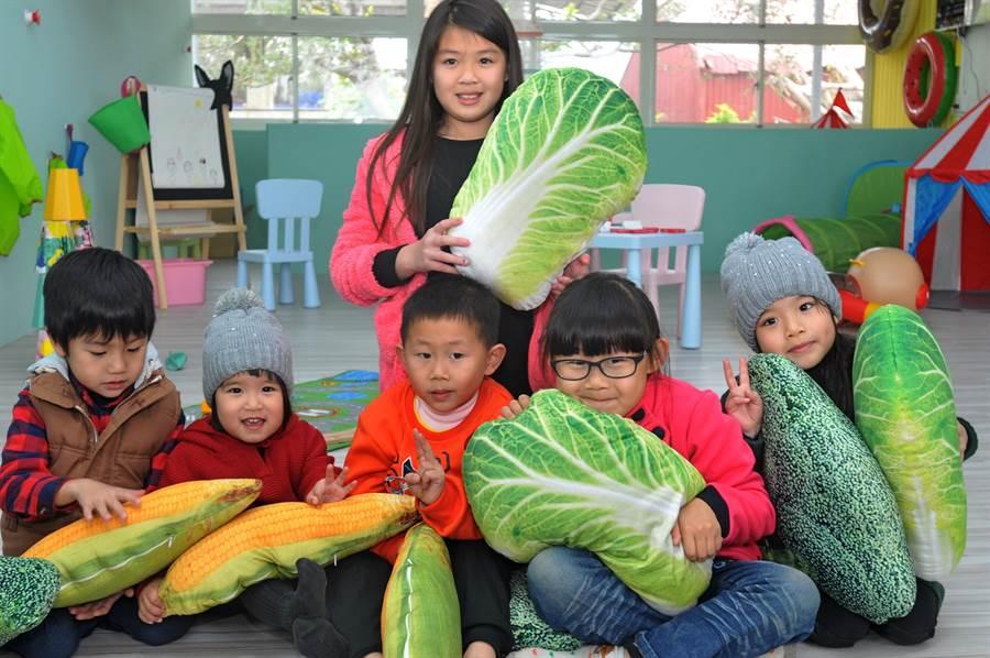 農特產中心規畫的兒童party遊樂園區,讓小朋友盡情玩耍。(李金生攝)