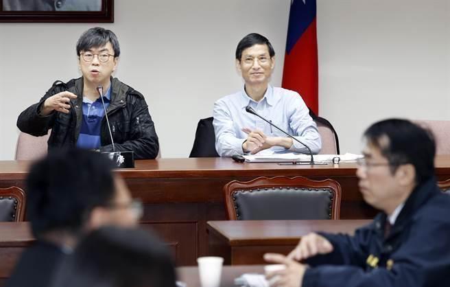 林萬億赴立法院與民進黨立委就年金改革交換意見。(姚志平攝)