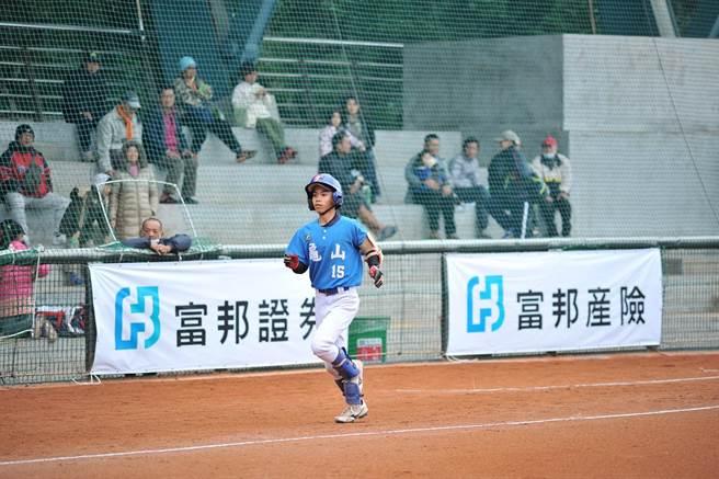 龜山國小今在富邦盃少棒賽狂轟8發全壘打,展現火力。(主辦單位提供)
