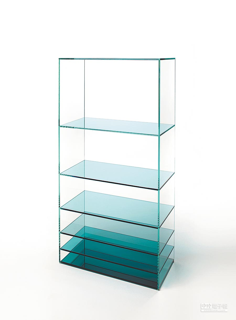 巴黎家饰展主题为沉静,像日本品牌Nendo为Glas Italia设计的Deep sea玻璃书柜,就体验这样的静谧感受。
