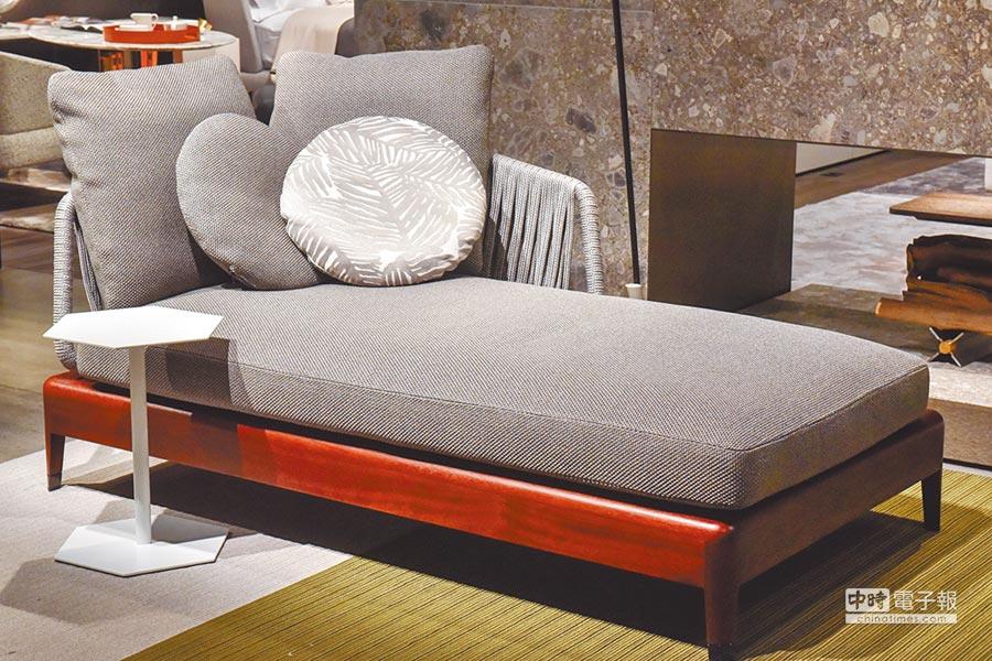 义大利顶级品牌Minotti在科隆展展出,藉由编织、木质等搭配,让沙发感觉更舒适,台湾由清欢家饰引进。