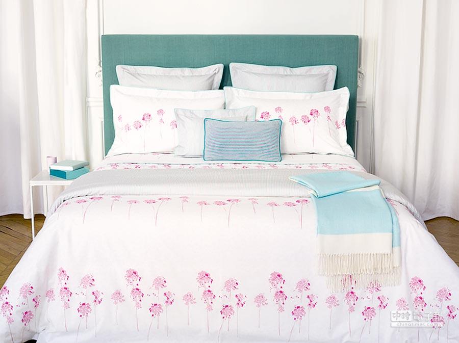 依芙德伦寝具以淡彩铅笔素描的风格,传达淡雅的意境。