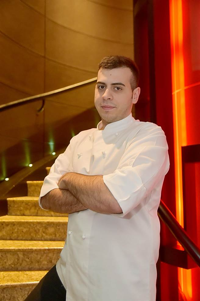 香格里拉台北遠東飯店「馬可波羅」義大利餐廳的新任主廚戴比達(Davide Mastrangeli)年紀雖輕,卻曾在多家米其林星餐廳歷練。(圖/姚舜攝)
