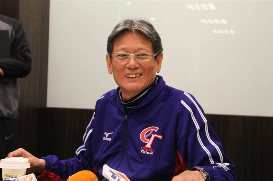 中華隊總教練郭泰源,針對中華隊28人名單進行說明。(葉姵妤攝)