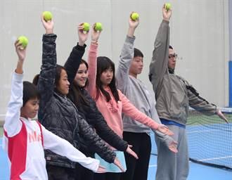 犧牲春節假期 網球迷爭當台灣公開賽球僮