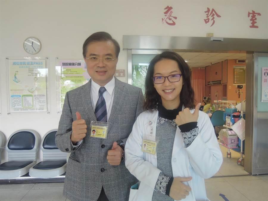 高榮台南分院感染科鄭育容醫師(右),頗受院長王志龍(左)器重。(黃文博翻攝)