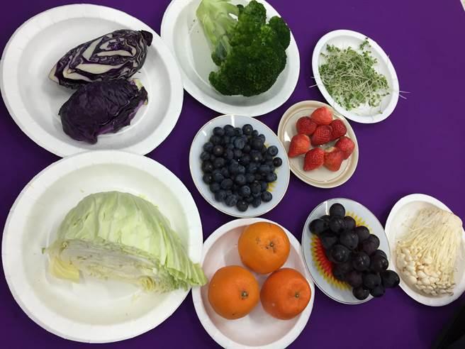 藍莓、蘋果、花椰菜等,都是專家認證的抗癌好食物。(本報系資料照片)