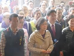 總統台中上香祈福 民眾排隊領紅包