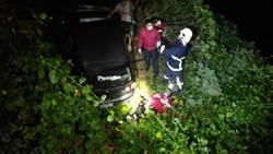 花蓮深夜兩車對撞 一車摔落邊坡