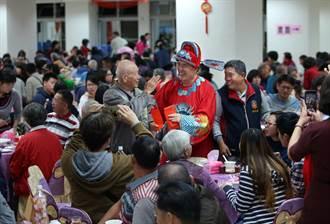9眷村合併的鳳山新城除夕圍爐 席開70桌共享年夜飯