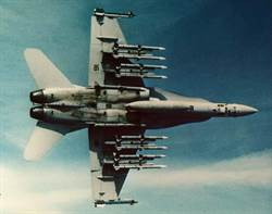 一機多用的F/A-18大黃蜂戰機