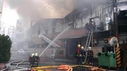 開工日 土城廠房起火濃煙密佈