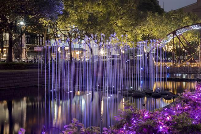「2017新竹過好年」系列活動,上月在護城河周邊設裝置藝術後,成為熱門打卡景點。(新竹市政府提供)