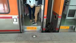 台鐵列車逐步除階 打造無障礙空間