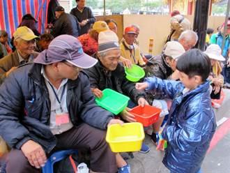 高市玉皇宮設「狀元亭」 供街友進駐乞討