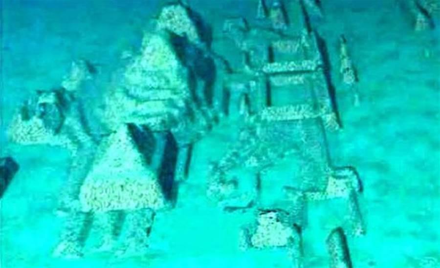 海底下的城市被認為可能是亞特蘭提斯古城(圖/東網)