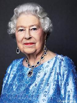 登基65周年 英女王曬藍寶石首飾慶祝