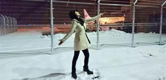 陳美鳳青森一下機就願望成真 雪地開心飛跳