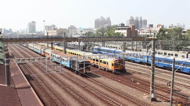 彰化鐵路高架化,依預定期程,要到2020年底才能完成綜合性規劃。(吳敏菁攝)
