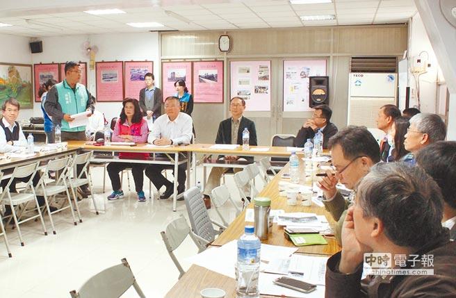 地方爭取新建南彰化站,鐵路局昨天在彰化車站召開座談會。(吳敏菁攝)