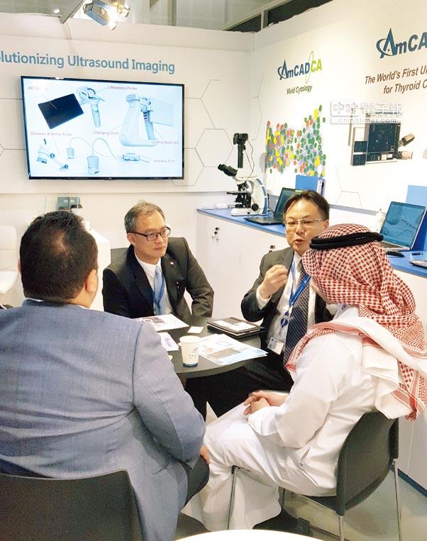 安克生醫參加杜拜國際醫療大展,有多家廠商熱烈洽談合作事宜。              圖/業者提供
