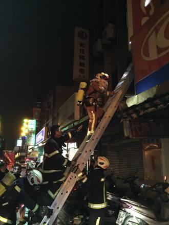 桃園機車行凌晨惡火  5人獲救
