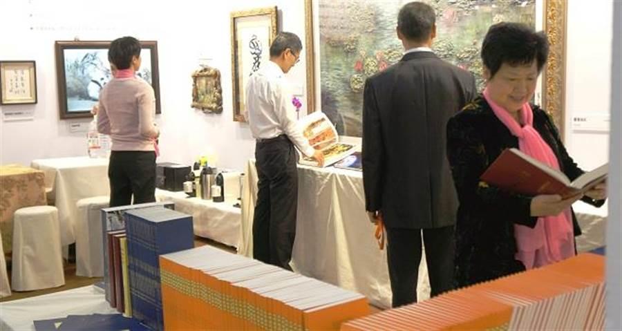 國際書展H.H.第三世多杰羌佛專區規劃如畫廊般優雅。(圖片來源:展出單位提供)
