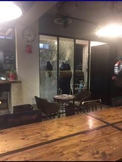 疑兒子在店內跌倒 中和咖啡廳遭砸