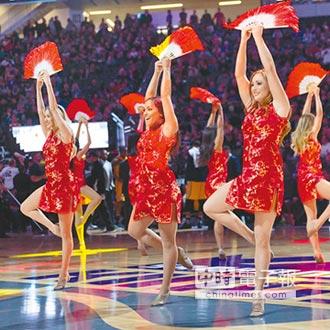 慶賀新年 NBA啦啦隊演出中國風