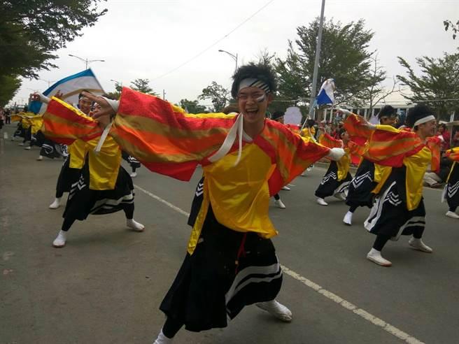 由大學生組成的日本名古屋真中祭舞團,演出精彩。(許素惠攝)