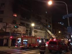 前鎮住商大樓清晨火警 4人平安救出