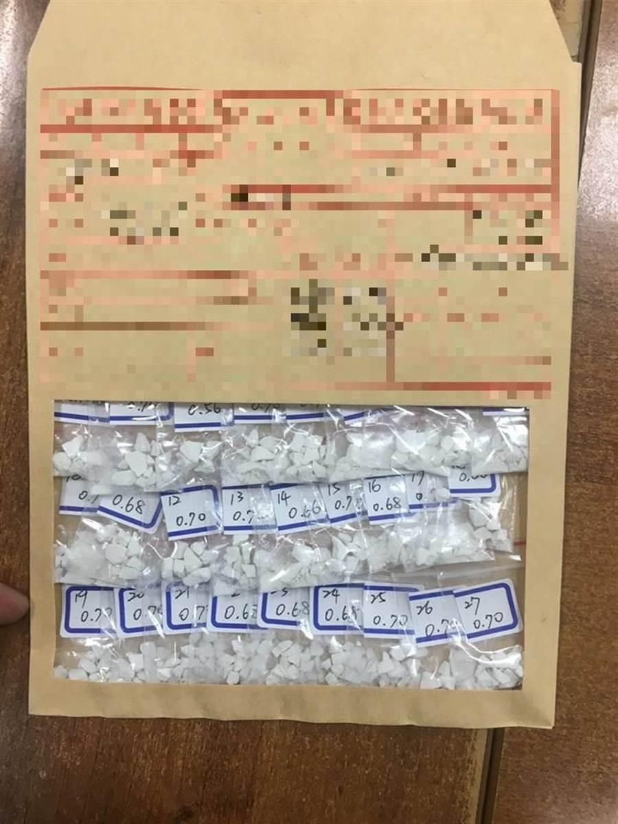 李姓男子遭查獲42小包海洛因及安排他命,市值逾30萬元,警訊後將他移送橋頭地檢署偵辦。(郭韋綺翻攝)