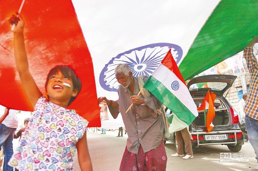 身為全球人口第二大國的印度,可望在2050年取代美國,成為全球第二大經濟體。圖/美聯社