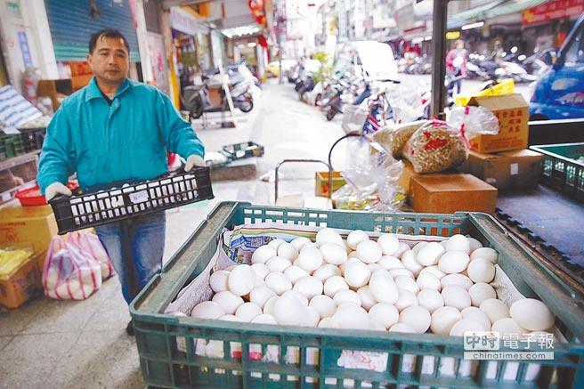 禽流感疫情擴大,防檢局證實病毒是會傳人的H5N6,實際走訪台北市店家,老闆表示「民眾都知道要將蛋煮熟就沒問題!」(方濬哲攝)