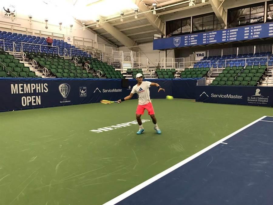 盧彥勳在曼菲斯網賽首輪飲恨,將繼續征戰雙打賽事。(取自盧彥勳臉書粉絲頁)