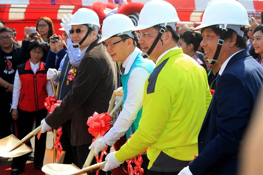 台中市長林佳龍指出旅客搭乘高鐵進入台中市時都會看到筏子溪,要將筏子溪打造成世界級的迎賓河。(黃國峰攝)